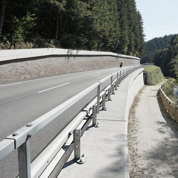 B72  Weizer Straße Stützmauern