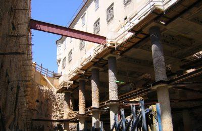Foto vom Bau der Kastner und Öhler Tiefgarage mit Gebäude darüber