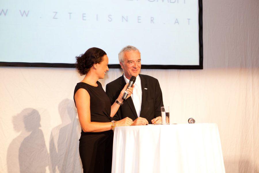 Foto einer Ansprache bei der 30 Jahr Feier