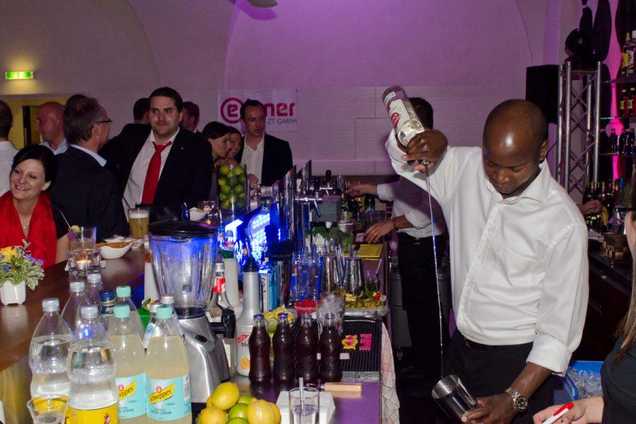 Foto der Cocktailbar bei der 30 Jahr Feier