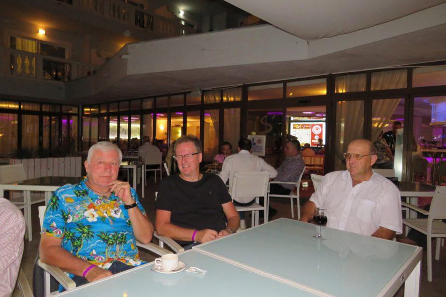 Foto beim abendlichen Zusammensitzen beim Urlaub in Santa Ponsa 2017